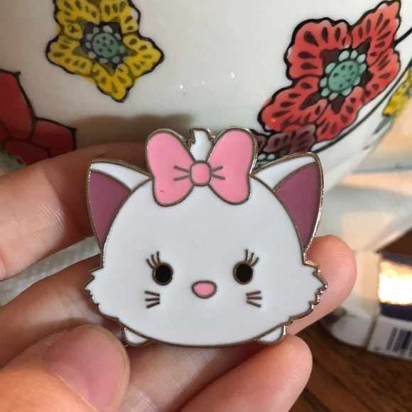 PARIS Disneyland Aristocats Kitty Cat Pin